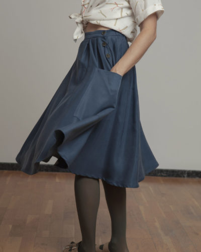 Falda azul empolvado