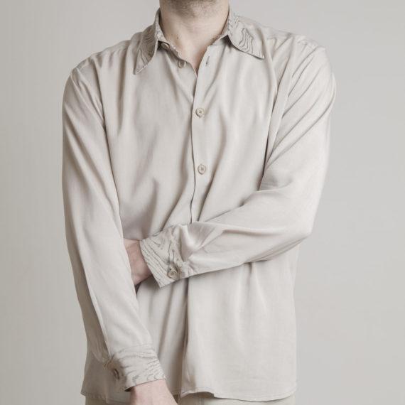 camisa beige para hombre