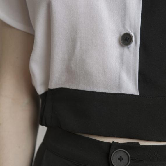 cropped top bicolor cuello negro cinturilla