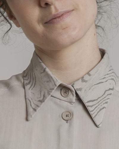 detalle cuello serigrafiado